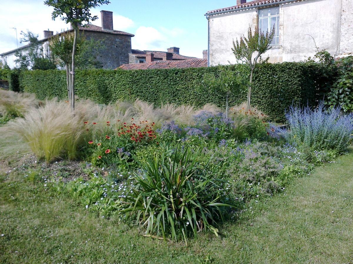 Jardin de la Mairie, un des cinq jardins de Saint-Juire-Champgillon