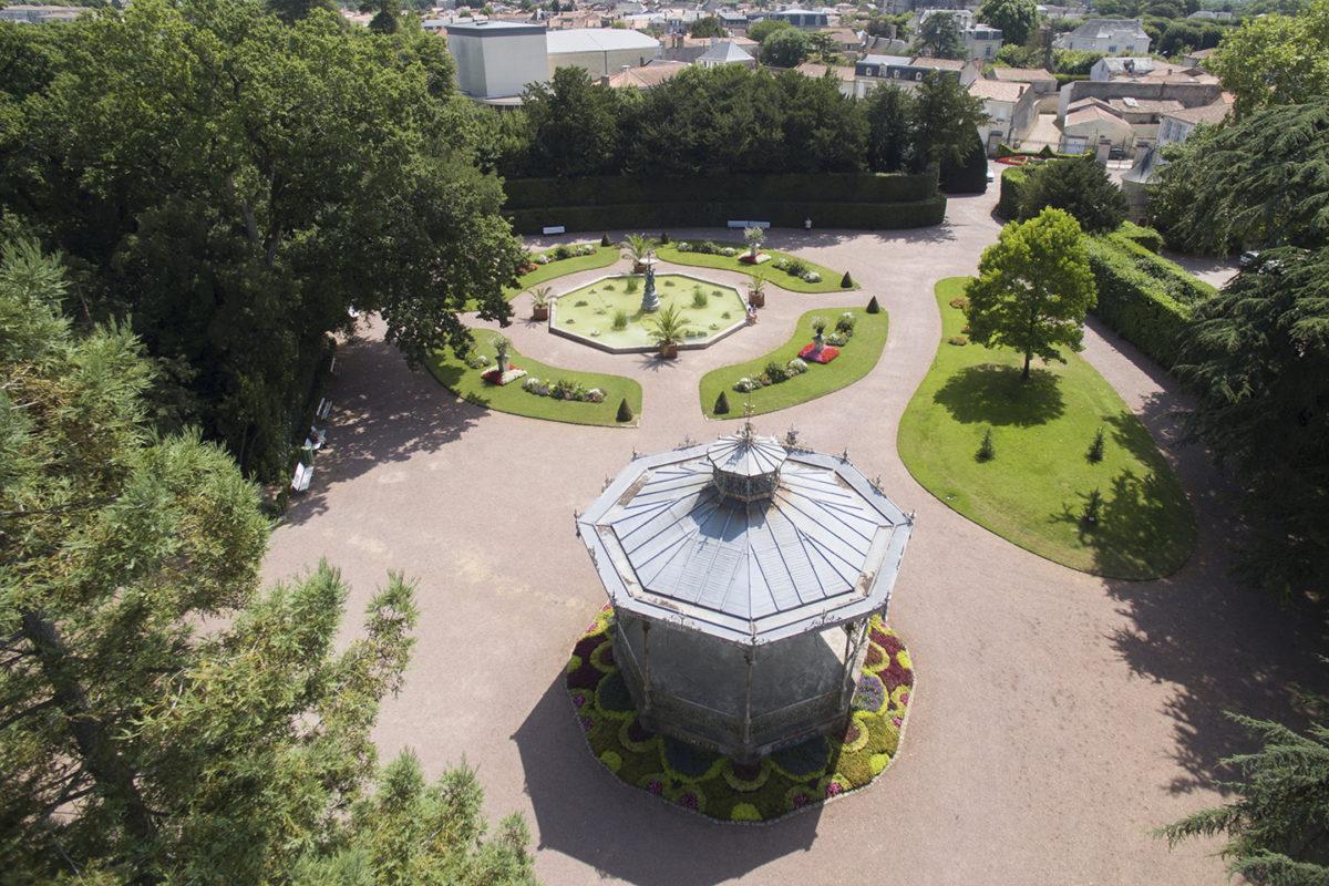 Kiosque et bassin au Jardin Dumaine