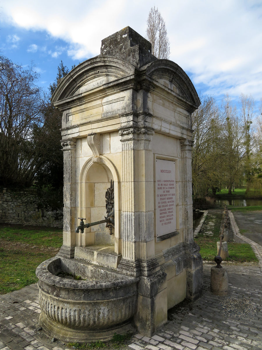 Fontaine de Thiré