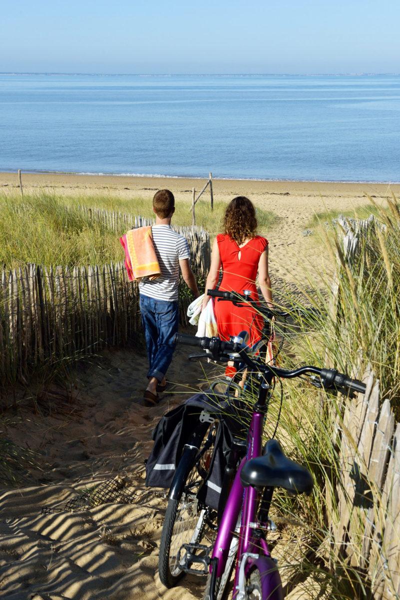 Traversez les dunes pour accéder à la plage