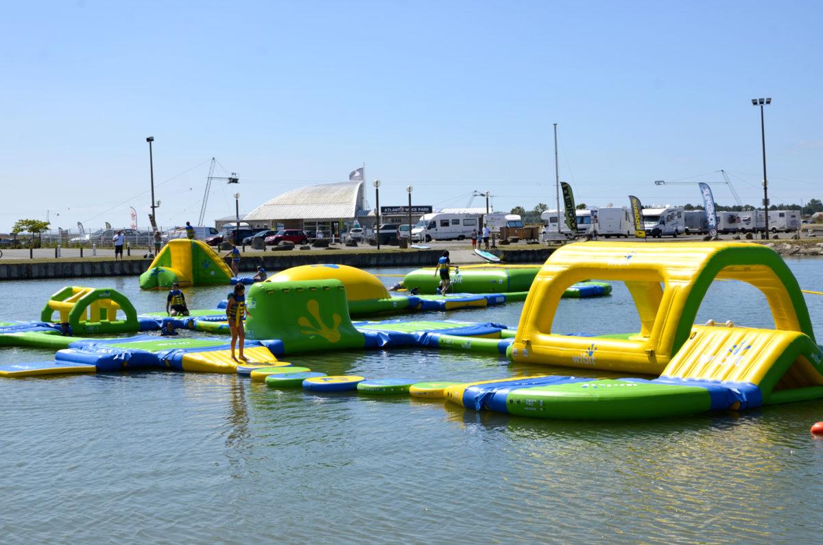 Splash Game, c'est toboggans, catapultes, trampolines, murs d'escalade, sauts en hauteur et autres attractions originales