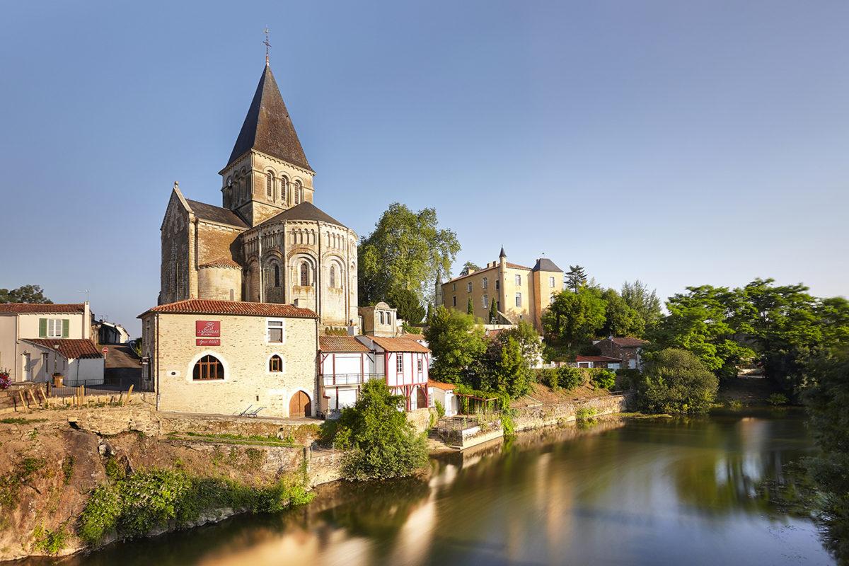 Église et château de Mareuil-sur-Lay-Dissais