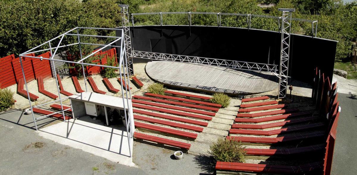 """Théâtre de verdure """" LeJean-Baptiste"""" à Chaillé-les-Marais"""