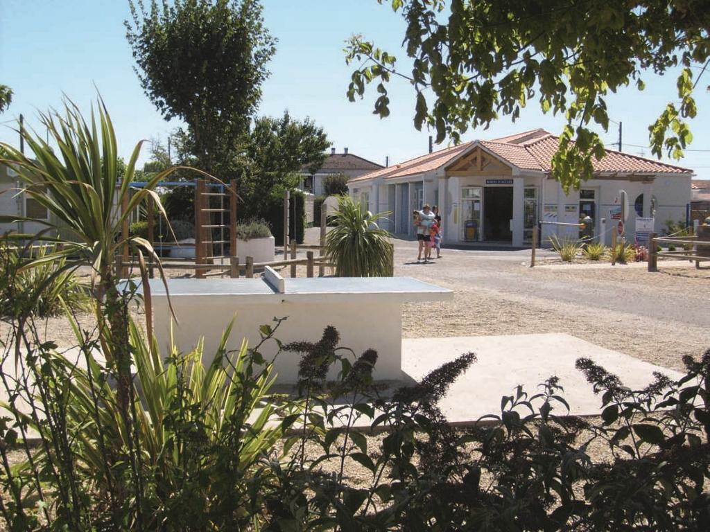 camping-la-baie-l-aiguillon-sur-mer-85-hpa-1