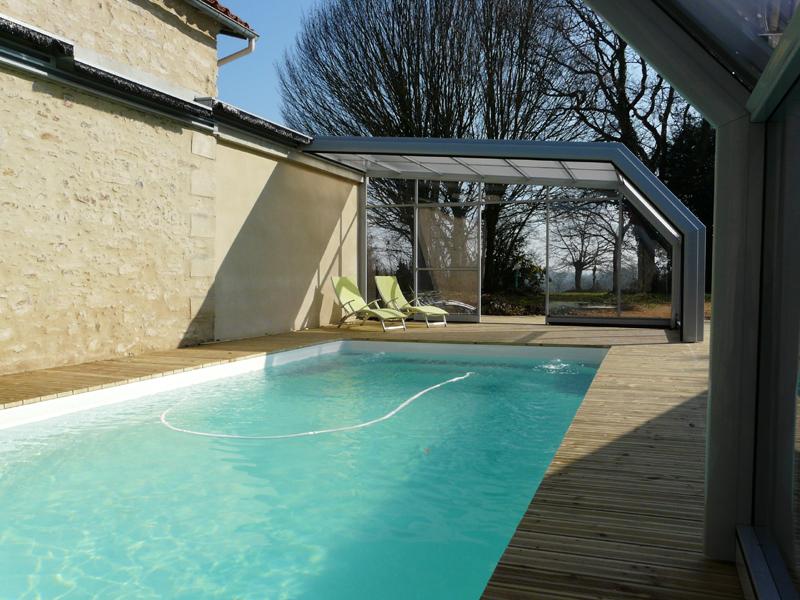 Gîtes Le Repaire_piscine avec abri téléscopique