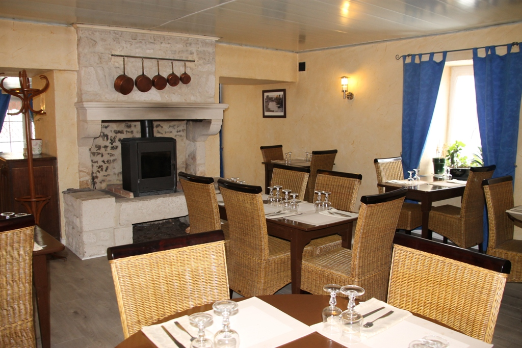 Hotel-restaurant-auberge-cheval-blanc-nallier-85-hot- (2)