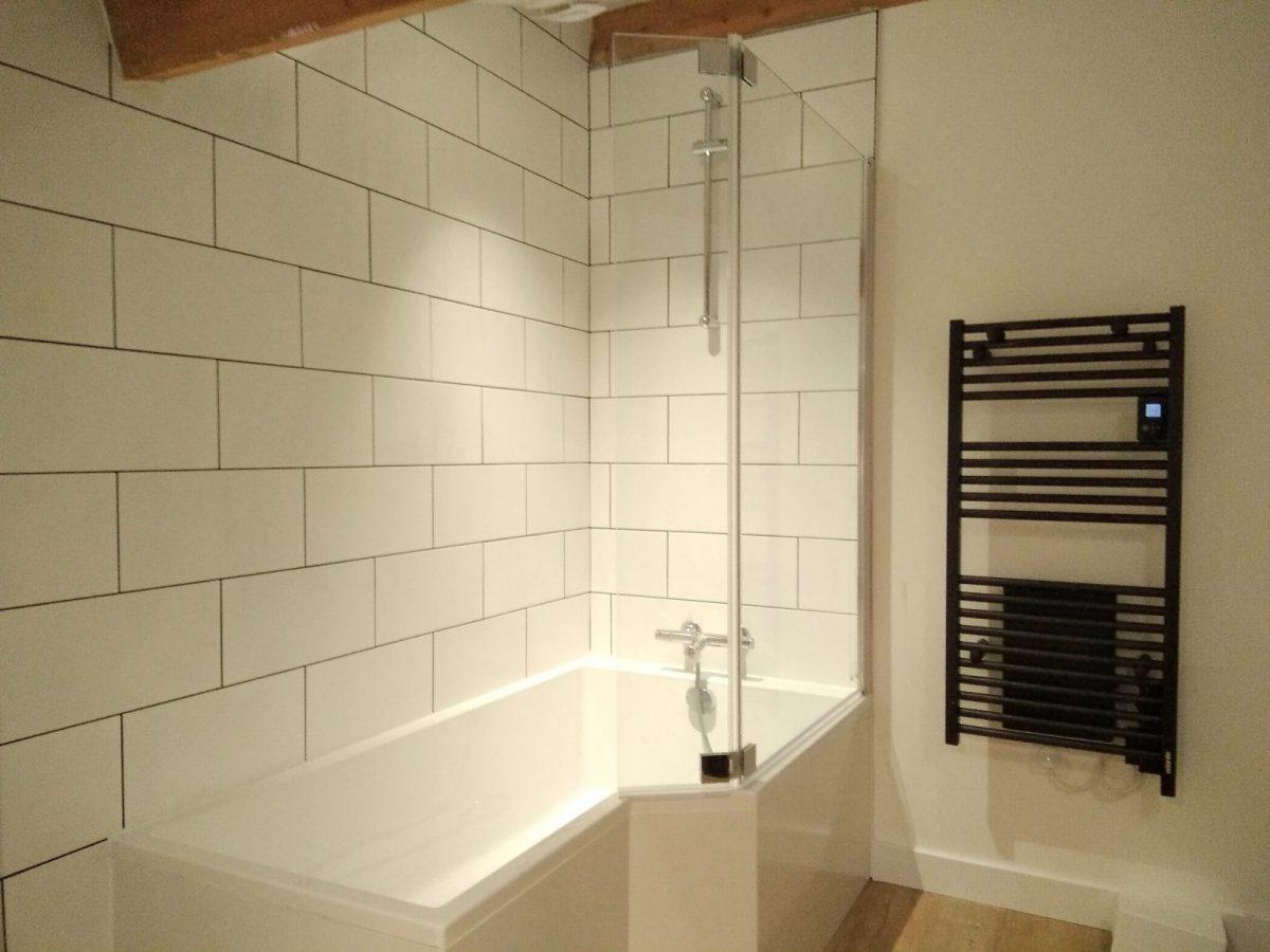 le gite de l'Échaudi – La Réorthe – baignoire étage