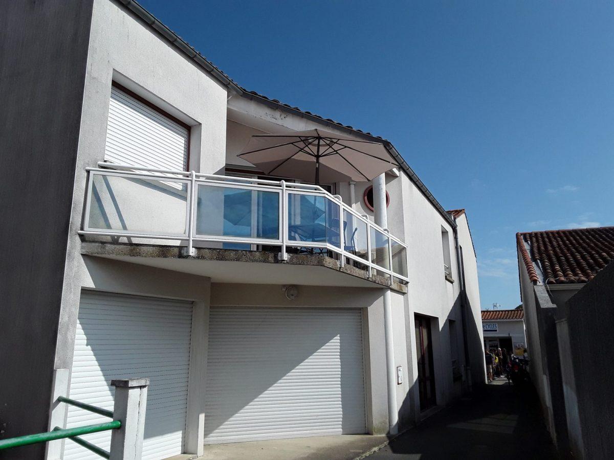 Les-Chardons-L-Aiguillon-sur-Mer-1-Maison-et-terrasse