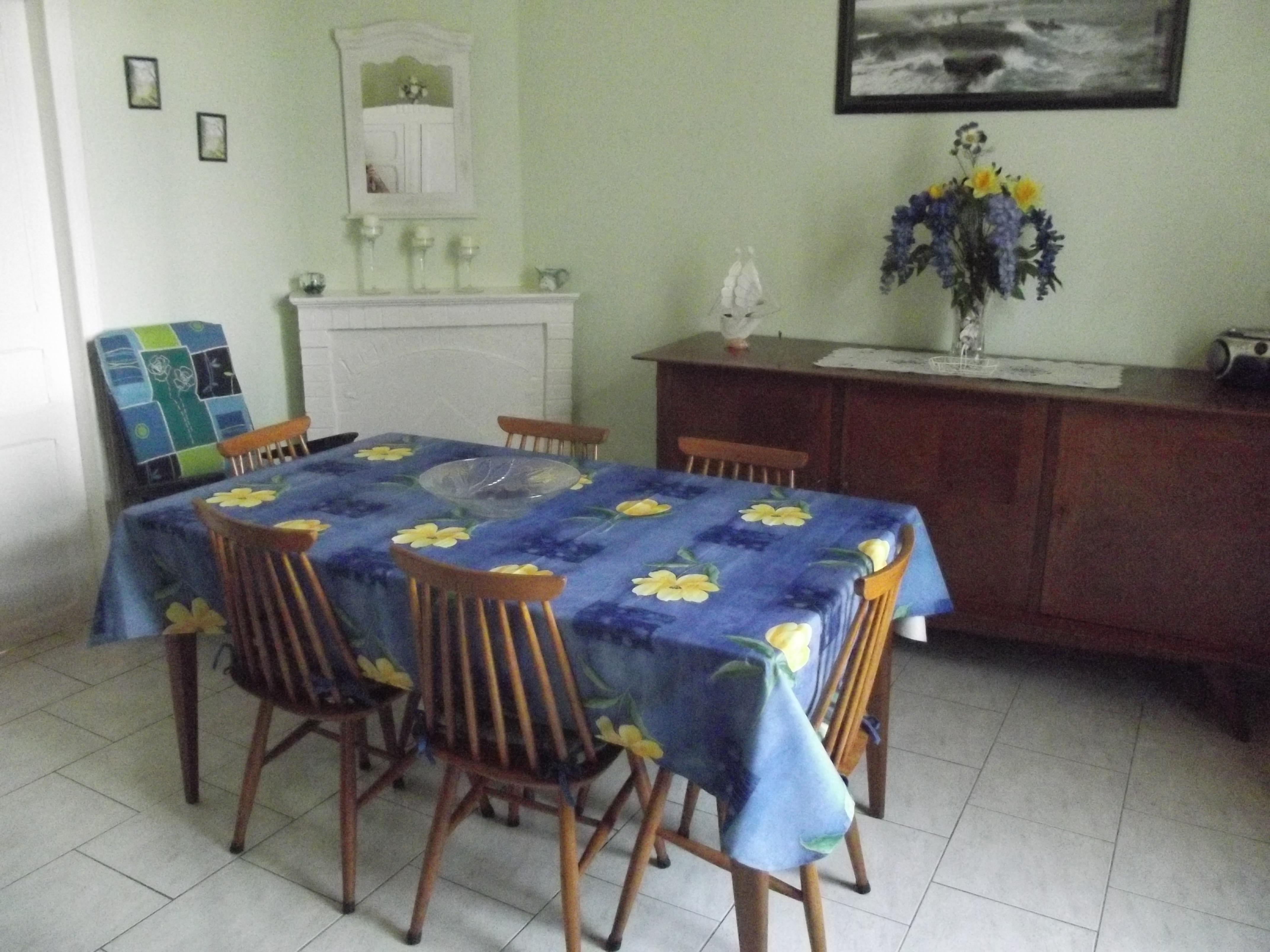 MME POULARD salle à manger
