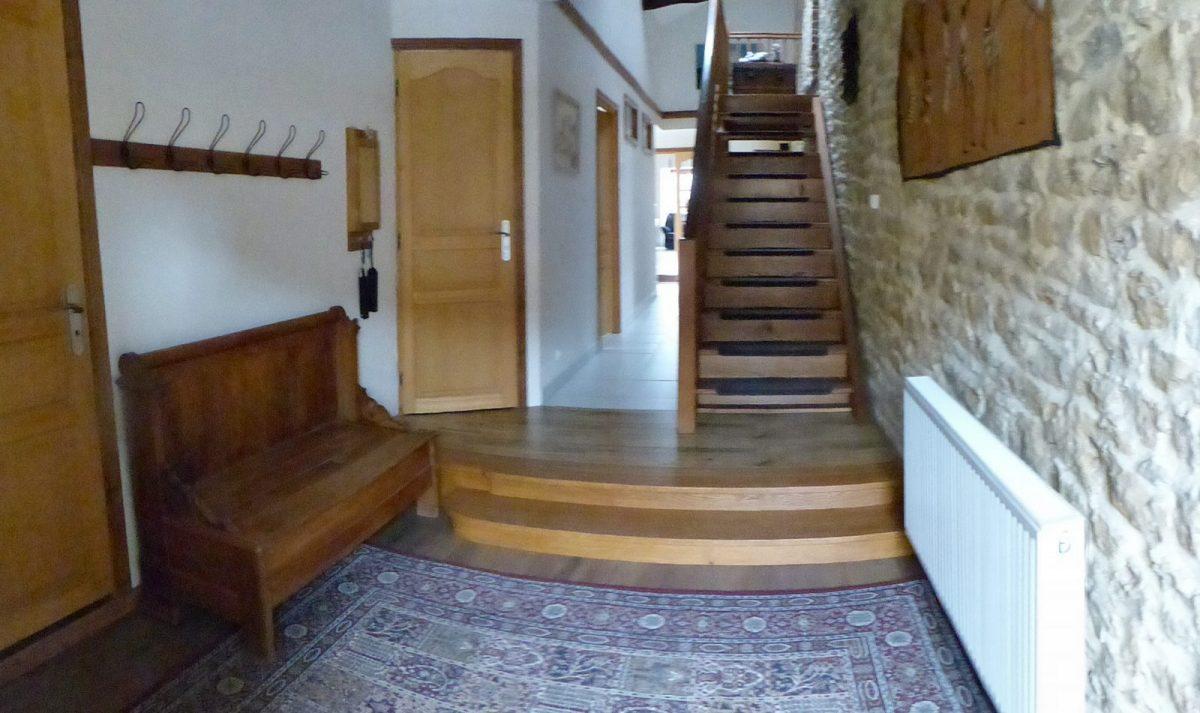 L'entrée avec accès direct aux chambres
