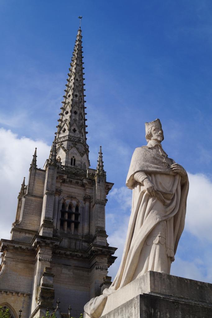 Statue_Richelieu_Lucon_85-PCU