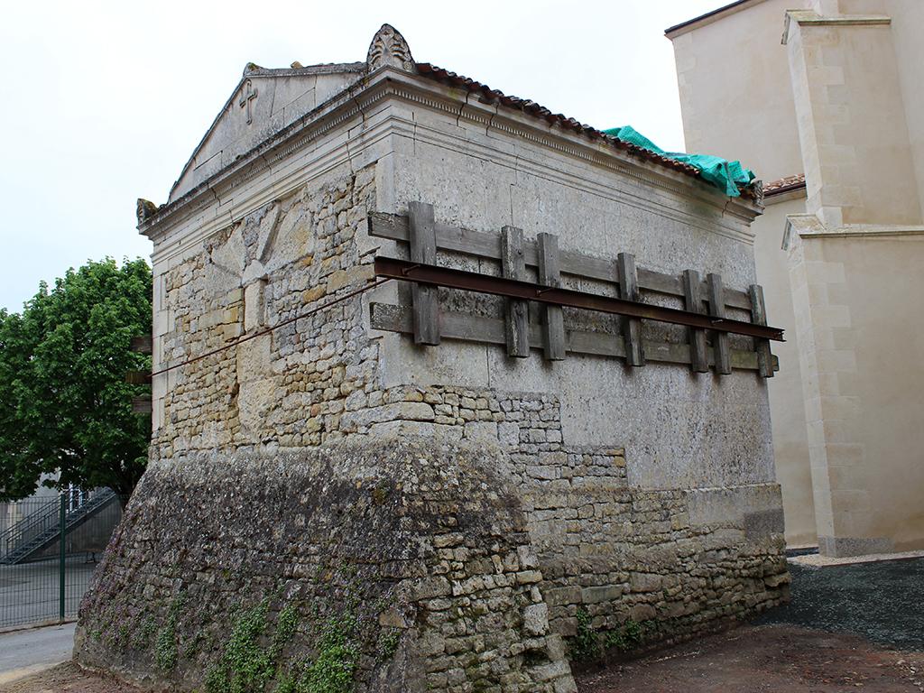 eglise-notre-dame-assomption-ossuaire-sainte-hermine-85-PCU-4