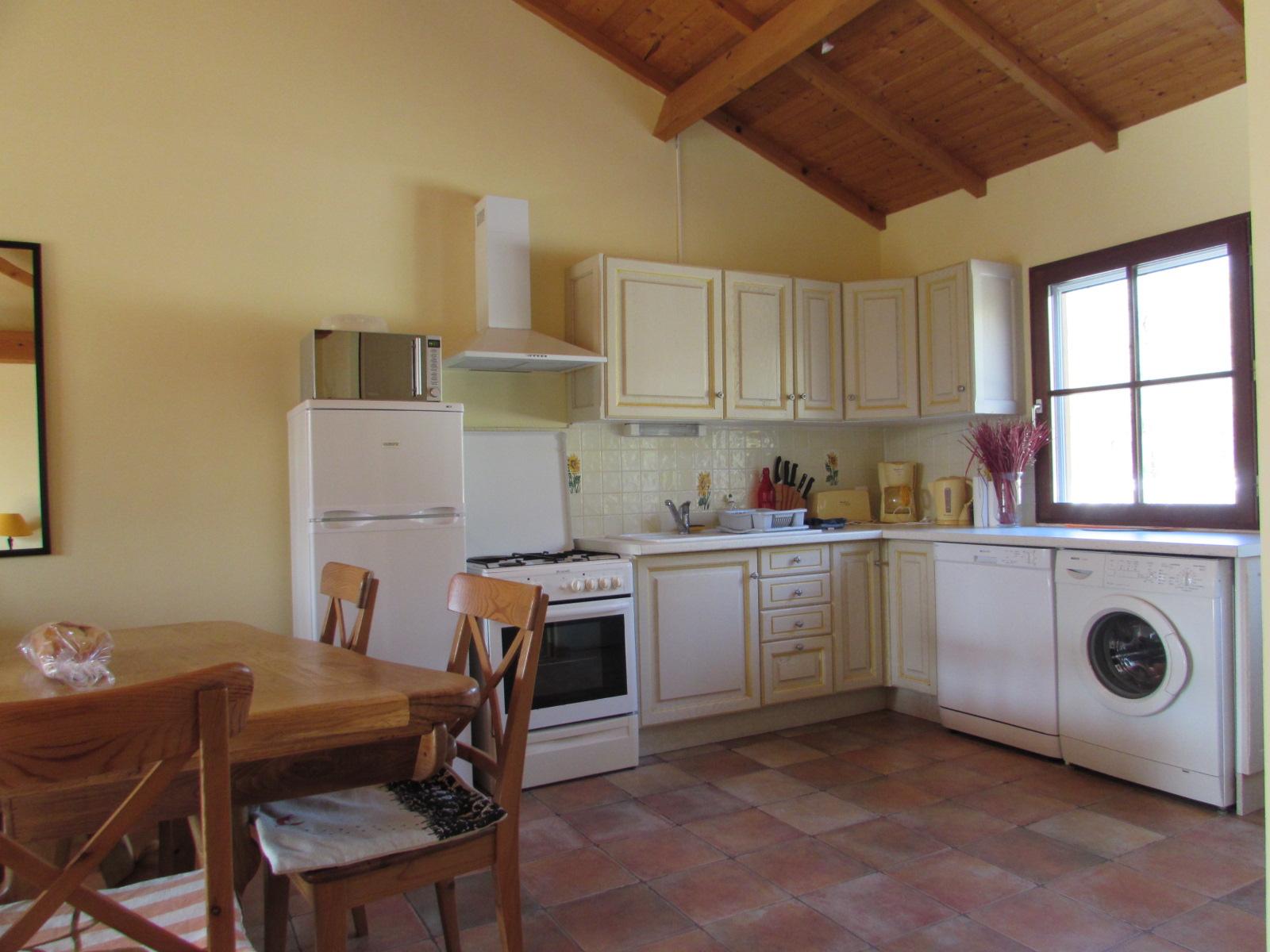 meuble-tournesol-cuisine-nalliers-85-hlo-3