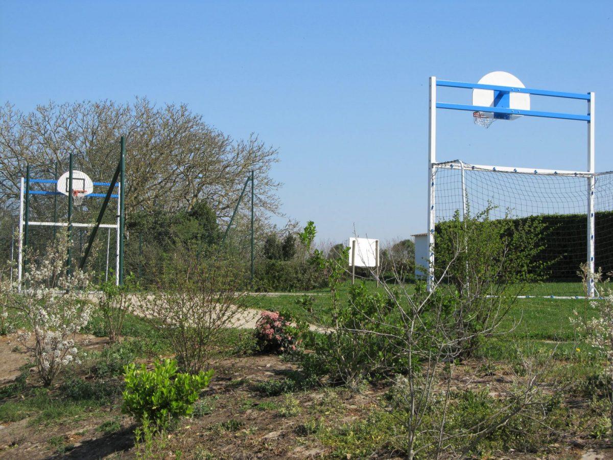 Terrain multisports – Saint-Aubin-la-Plaine