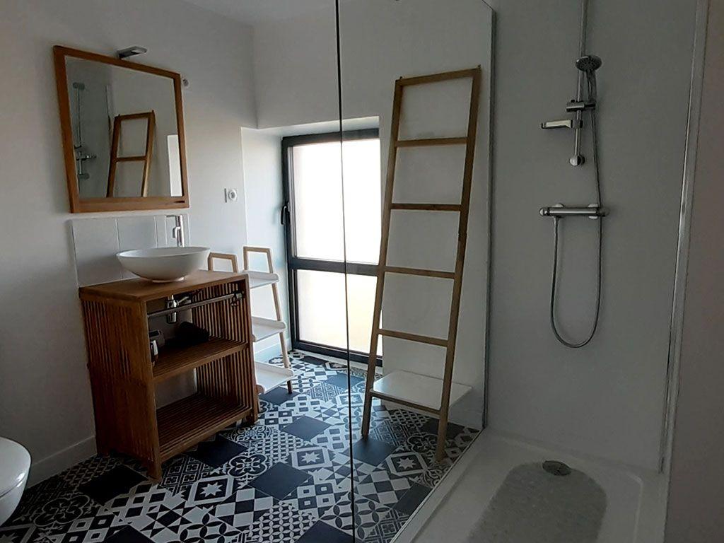 Salle d'eau avec WC et douche, 1er étage